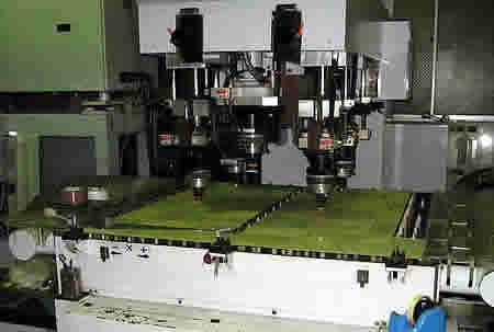「アクリル板加工用レーザー切断機」
