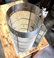 「金網」の大栄金網工業株式会社。「吸水パイプ取り付けカバー」のサンプル画像です。