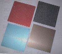 「金網」の大栄金網工業株式会社。「アルミ発色パンチングメタル」のサンプル画像です。