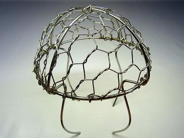 「防塵網・落ち葉よけ金網・クラゲ」斜めから見たサンプル画像です。